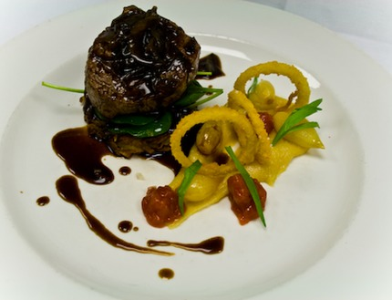 -Tournedos of beef 200g/stk served with rösti potato, chutney of quince, variation of onion , deep-fried onion rings, caramelize pearl onion, sauteed spinach, confit bake solo garlic puree, pluck tarragon, sweet onion demi glace sauce.