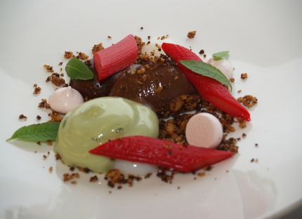 -Toffee caramel big boll (1 Stk) served with Milk glee small bolls (2 stk), roasted macademia nuts, pickle rhubarb, rhubarb kiss (meringue), Sorrel (havesyre) chiffon, chocolate sorbet.